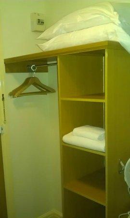 Premier Inn Newcastle South Hotel : Wardrobe