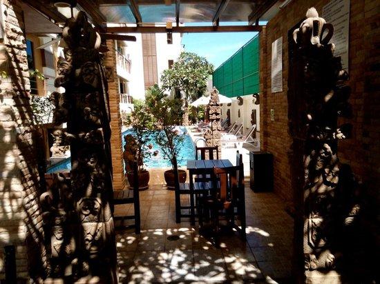 Poppa Palace Hotel Phuket: Bar