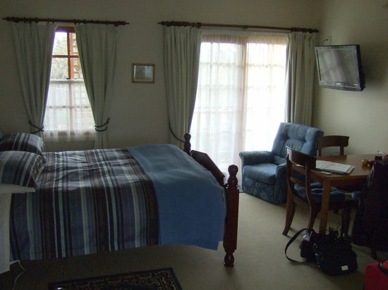 Meredith House and Mews: Comfy beds & spacious room