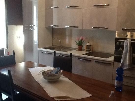 cucina con caminetto - Foto di Palazzo Giaccio, Cusano Mutri ...
