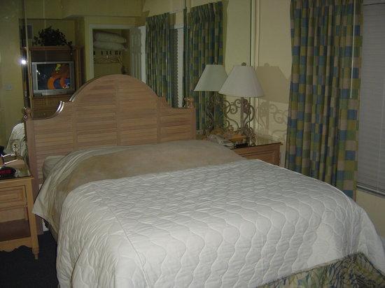 Liki Tiki Village: Main Bedroom