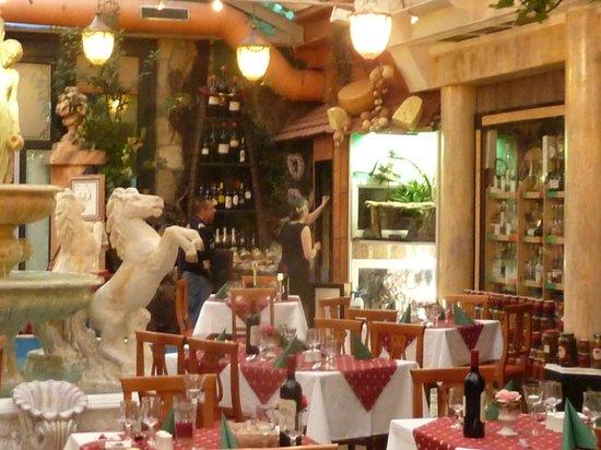 Hotel & Ristorante Don Giovanni: Hoek van restaurant