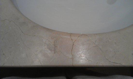 Gran Hotel Victoria: Mancha en el lavabo