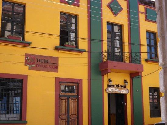 Hostal Riviera-Sucre: Frente del hotel