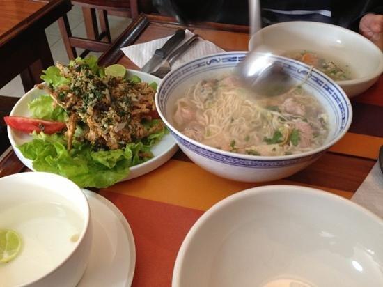 CHANTACO: soups speciale et cuisse de nymphes