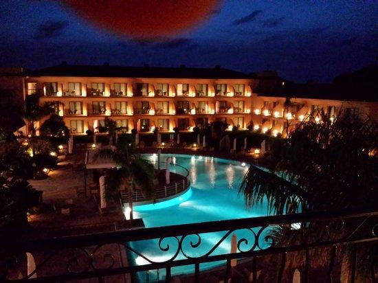 PortBlue La Quinta Hotel & Spa: Balkonaussicht am Abend