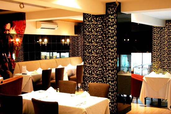 ZanZBar Restaurant, Cafe & Bar: Mezzanine Restaurant