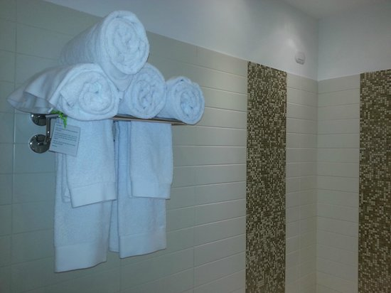 At Forty-One Luxury Suites & Rooms: Bathroom