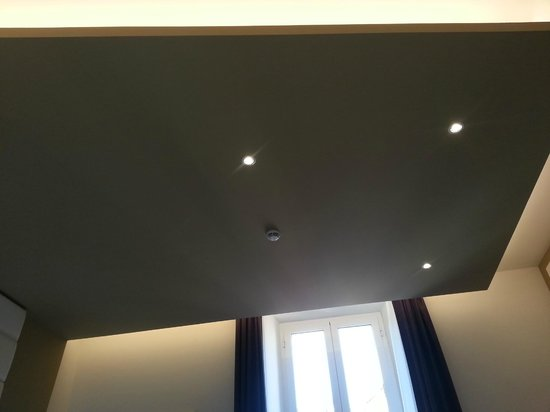 At Forty-One Luxury Suites & Rooms : Ceiling