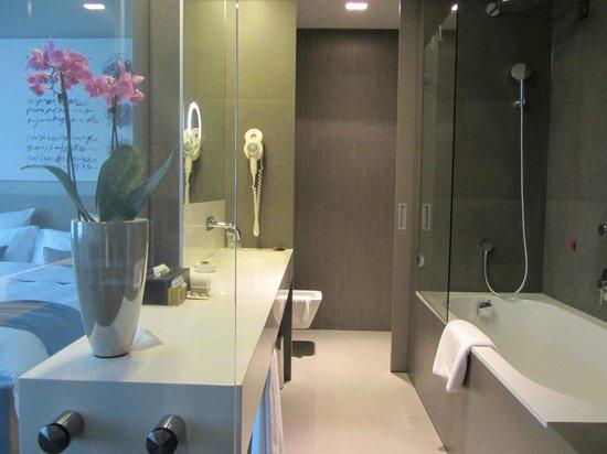 Hotel Cubo: super salle-de-bain (vraie orchidée !)