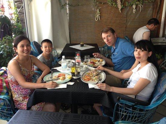 Restaurante El Capuchino 501: Unsere Truppe beim futtern
