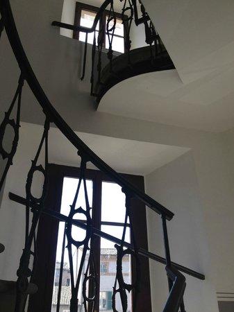 B&B La soffitta e La Torre: Staircase to the B&B