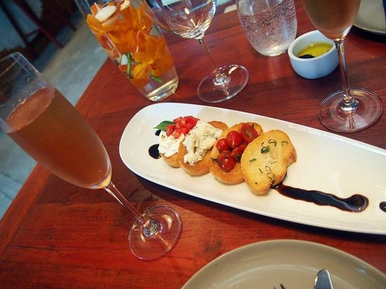Molina Italian Wine & Cuisine: Mixed Bruschetta