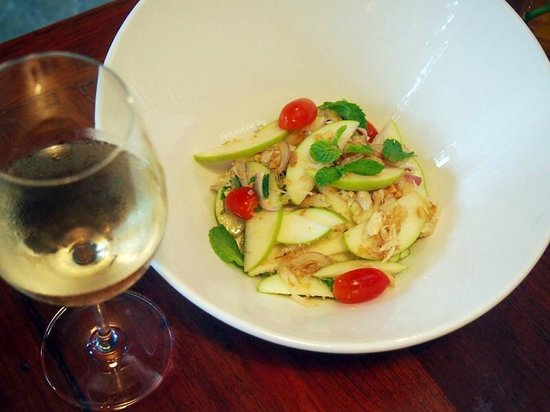 Molina Italian Wine & Cuisine: Thai Style Apple Salad with crab meat, dried shrimp,  cherry tomato and mint