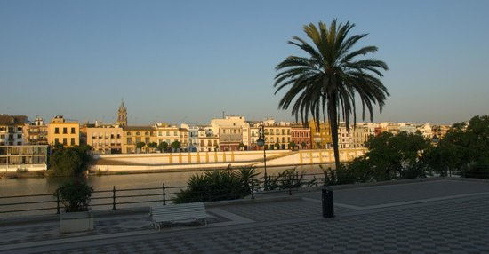 Monte Triana Hotel: Close to the Hotel. Sevilla