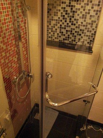 Golden Tulip Al Jubail: Bathroom