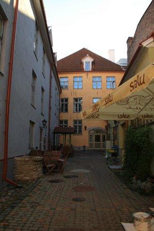 Meriton Old Town Garden Hotel : Courtyard