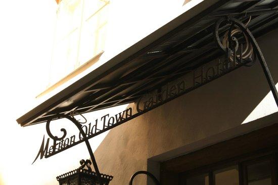 Meriton Old Town Garden Hotel: Hotel sign