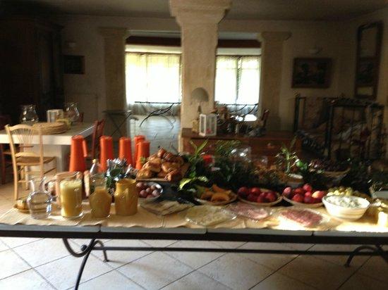 Sous L'olivier: Breakfast!!