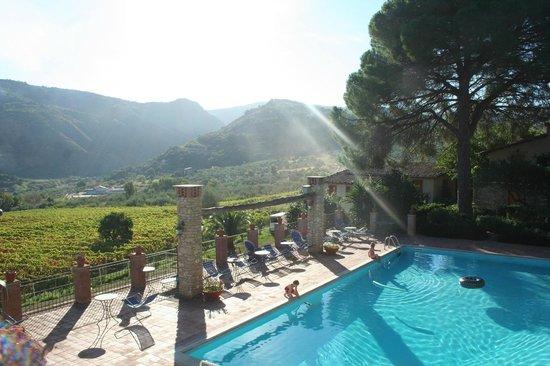 Borgo Maisale: vanaf het balkon, konden wij onze zwemmende kinderen in de gaten houden