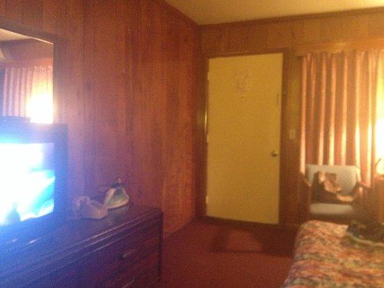 Midway Motel: Front door