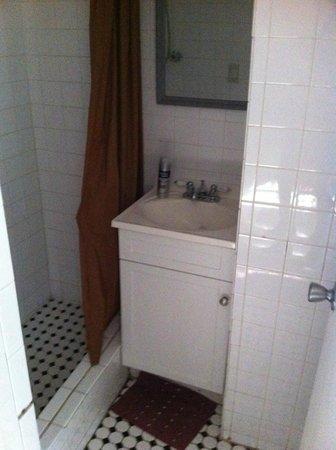 Thomas Family B&B : salle du bain du bas