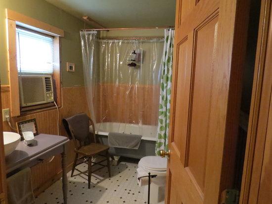 Lucky Dog Farmstay: Bathroom