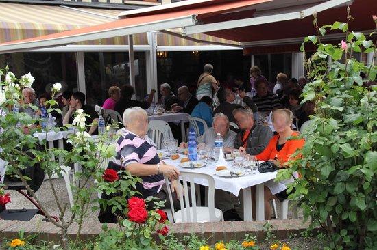 Auberge du Bac: la terrasse