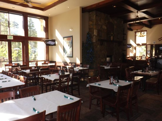 Lodgepole Bar & Grill: Seating