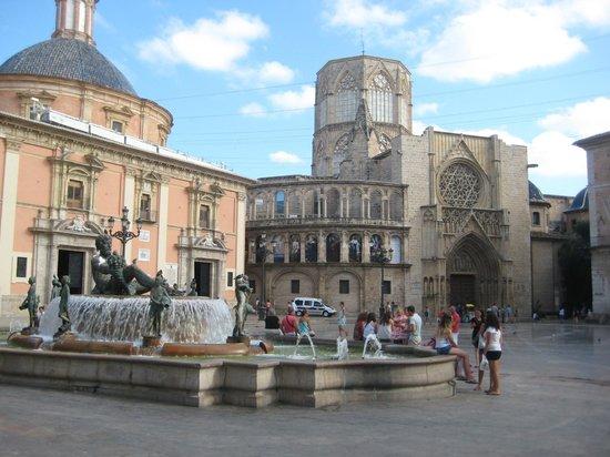 Barrio del Carmen: Plaza de la Virgen