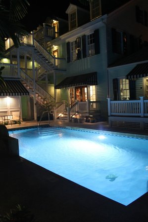 Marquesa Hotel : Pool at night