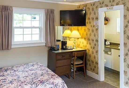 Allen's Motel: Room 7