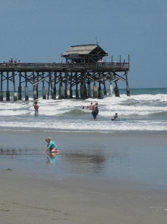 Las Olas Beach Club of Cocoa Beach: Surf's up!