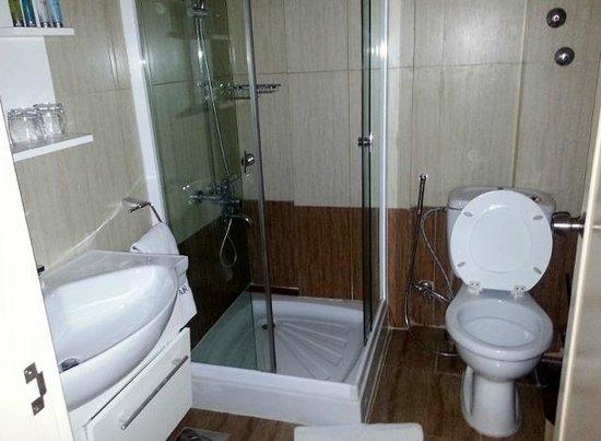 Orient Prince Hotel: Suite bathroom