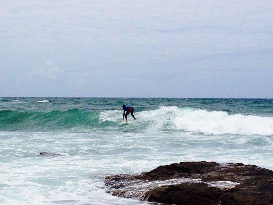 Pousada Encanto de Itapoan: Surfing at the beach nearby