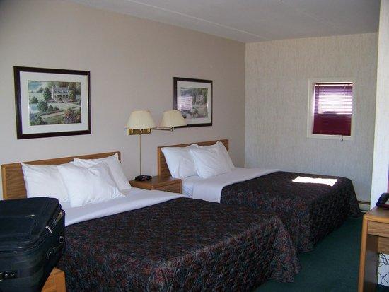 Bancroft Inn & Suites: 2 queen beds