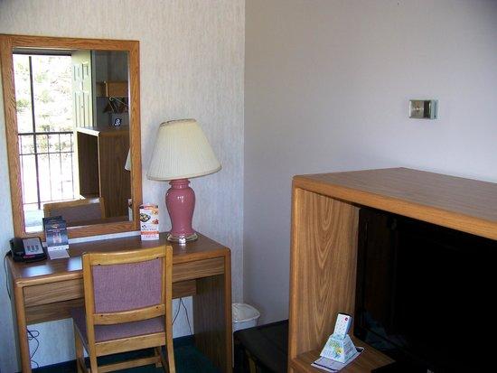 Bancroft Inn & Suites: Work area