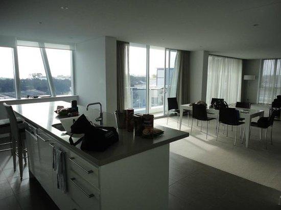 The Sebel Mandurah: Kitchen and main lounge area