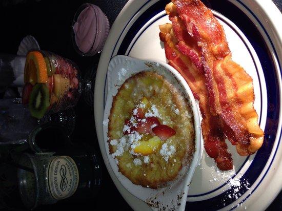 A Cowboy's Dream: Breakfast. German pancakes with bacon, fruit, yogurt & coffee
