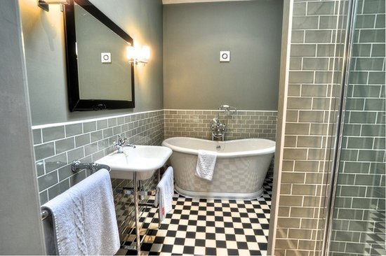 Bartle Hall Country Hotel: Ivy Cottage Bathroom