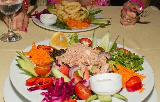 Cupid's Restaurant: Tuna Salad starter, lovely presentation