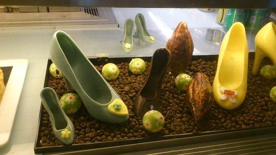 Four Points by Sheraton Guangzhou Dongpu : Chocolates, can you believe it?