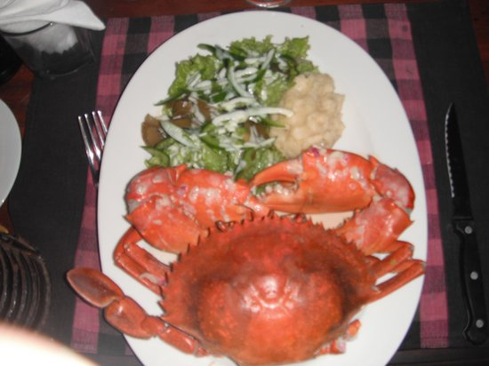 Full Moon Beach Resort: crab with mash potato and green salad exactly as ordered