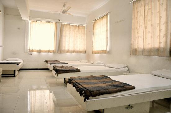 Ritesh Hotel : Family Room