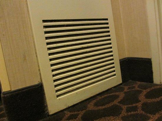 Embassy Suites by Hilton Atlanta - Airport : Dirty air intake