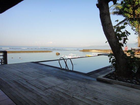 D'Tunjung Beach Resort: プール