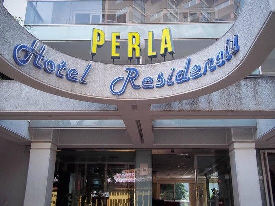 Hotel Perla: Front of Hotel