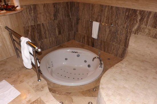 MDC Hotel: the bath room