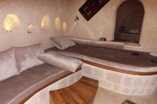 MDC Hotel: living room