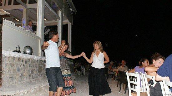 Faros Fish Restaurant: Dancing on the beach at Faros